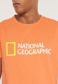 National Geographic - Print T-shirt - coral - 2