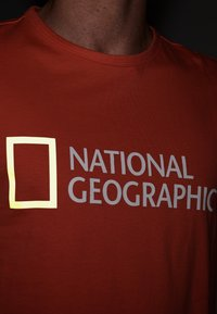 National Geographic - Print T-shirt - coral - 3