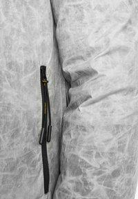 National Geographic - Windbreaker - light grey - 3