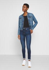 NA-KD Tall - HIGH WAIST RAW TALL - Jeans Skinny Fit - dark blue - 1