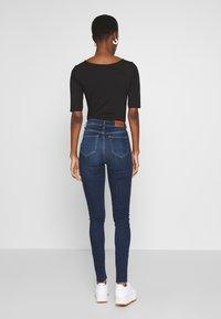 NA-KD Tall - HIGH WAIST RAW TALL - Jeans Skinny Fit - dark blue - 2