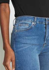NA-KD Tall - HIGH WAIST OPEN - Jeans Skinny Fit - mid blue - 4