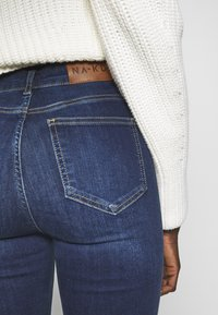 NA-KD Tall - HIGH WAIST OPEN - Jeans Skinny Fit - dark blue - 3