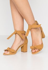 NAE Vegan Shoes - ESTELA - Sandály - yellow - 0