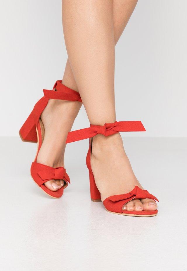 ESTELA - Sandalen - red