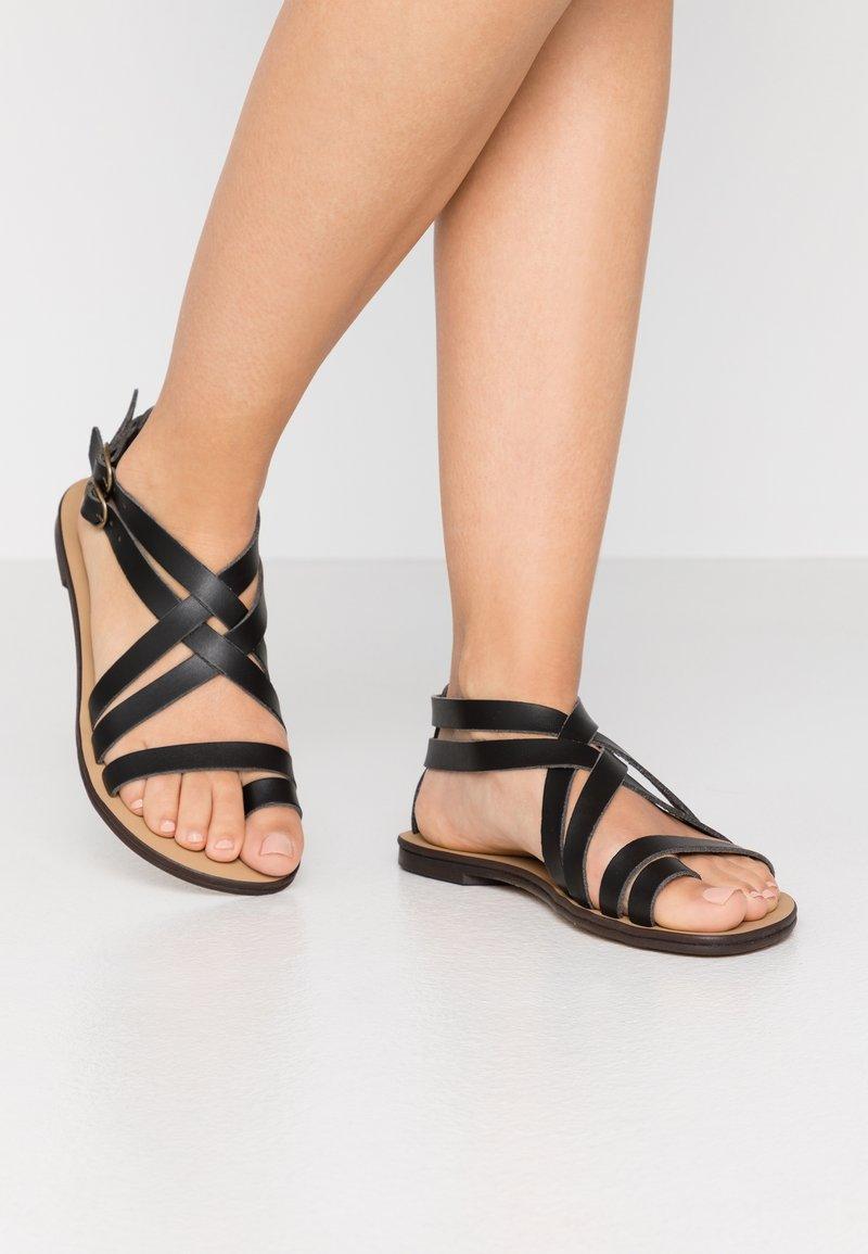 NAE Vegan Shoes - ITACA - Sandály s odděleným palcem - black