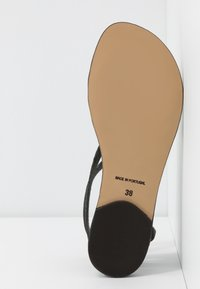 NAE Vegan Shoes - ITACA - Sandály s odděleným palcem - black - 6