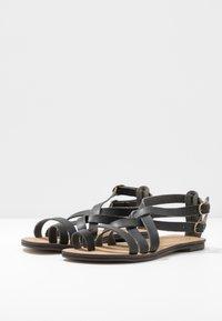 NAE Vegan Shoes - ITACA - Sandály s odděleným palcem - black - 4