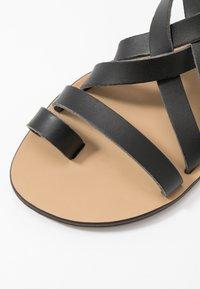 NAE Vegan Shoes - ITACA - Sandály s odděleným palcem - black - 2