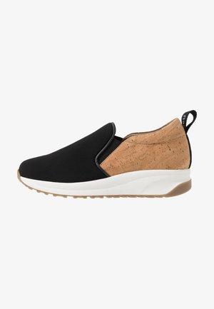 VEKA - Nazouvací boty - neo