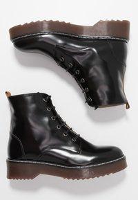 NAE Vegan Shoes - TRINA - Kotníkové boty na platformě - black - 1