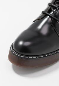 NAE Vegan Shoes - TRINA - Kotníkové boty na platformě - black - 5
