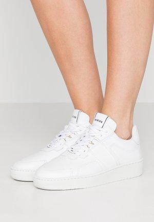 YUCCA CANE - Sneakersy niskie - white