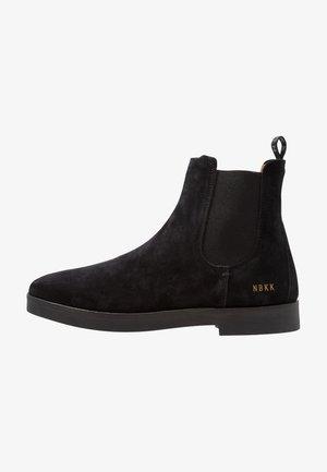 LOGAN CHELSEA - Kotníkové boty - black