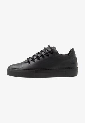 JAGGER CLASSIC - Sneakers basse - black