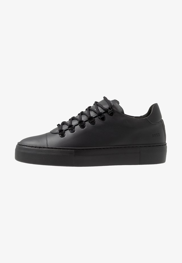 JAGGER CLASSIC - Sneakersy niskie - black