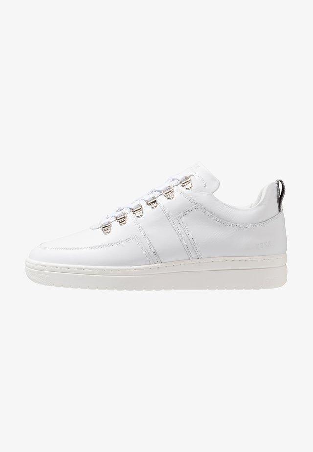 YEYE MAZE - Sneaker low - white