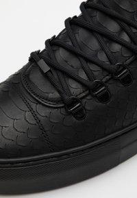 Nubikk - JAGGER CLASSIC PYTHON - Sneakers basse - black - 3