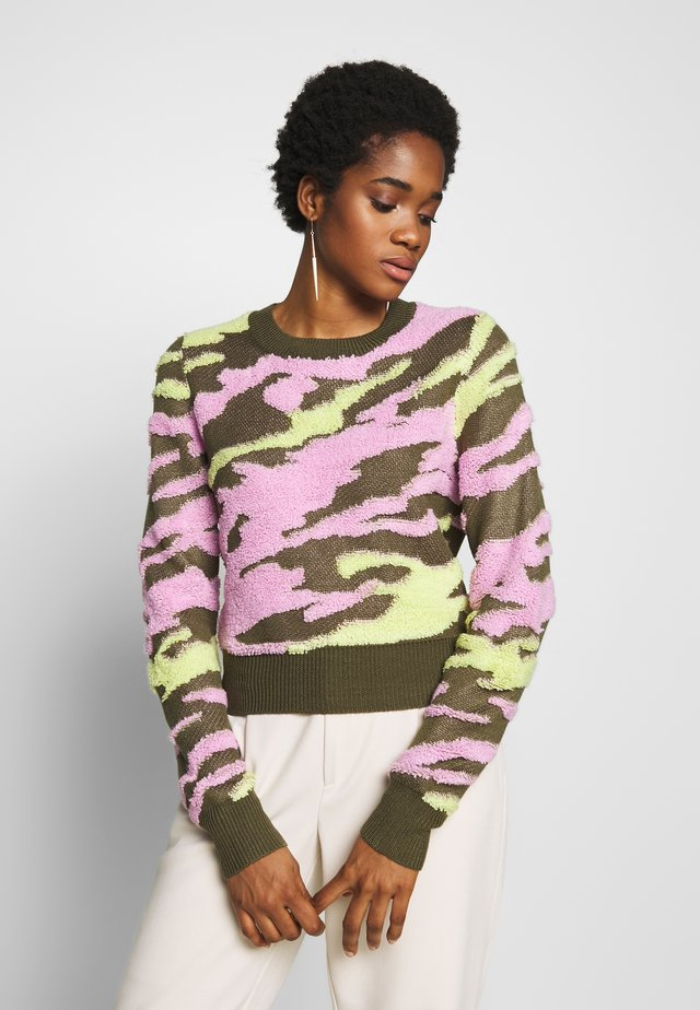 UNDERCOVER - Sweter - flamingo military