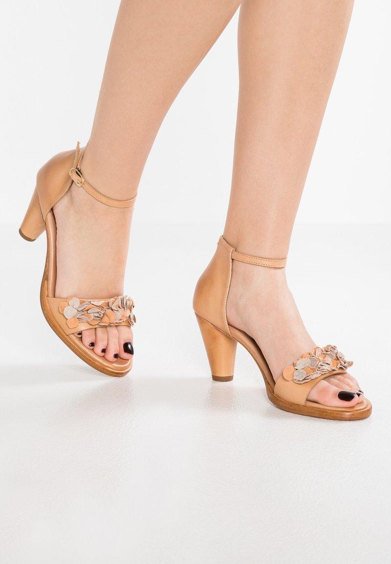Neosens - MONTUA - Sandaalit nilkkaremmillä - nude