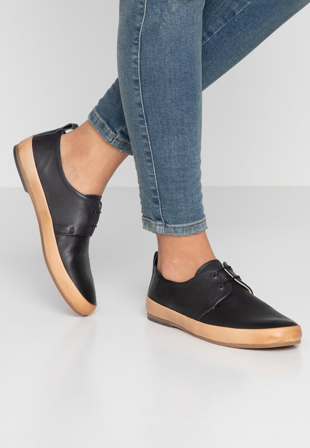 FORASTERA - Chaussures à lacets - black