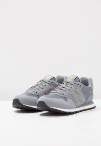 New Balance - GW500 - Sneakersy niskie - grey/gold - 3