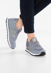New Balance - GW500 - Sneakersy niskie - grey/gold - 0