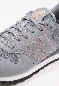 New Balance - GW500 - Sneakersy niskie - grey/gold - 6