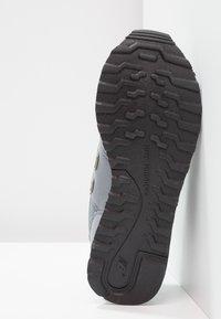 New Balance - GW500 - Sneakersy niskie - grey/gold - 5