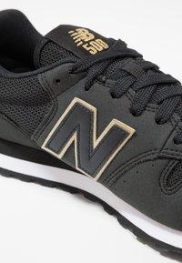New Balance - GW500 - Sneakersy niskie - black/gold - 6