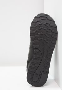 New Balance - GW500 - Sneakersy niskie - black/gold - 5