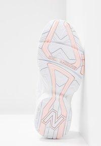 New Balance - WX608 - Matalavartiset tennarit - white/pink - 4