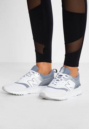 CW997 - Sneakersy niskie - white