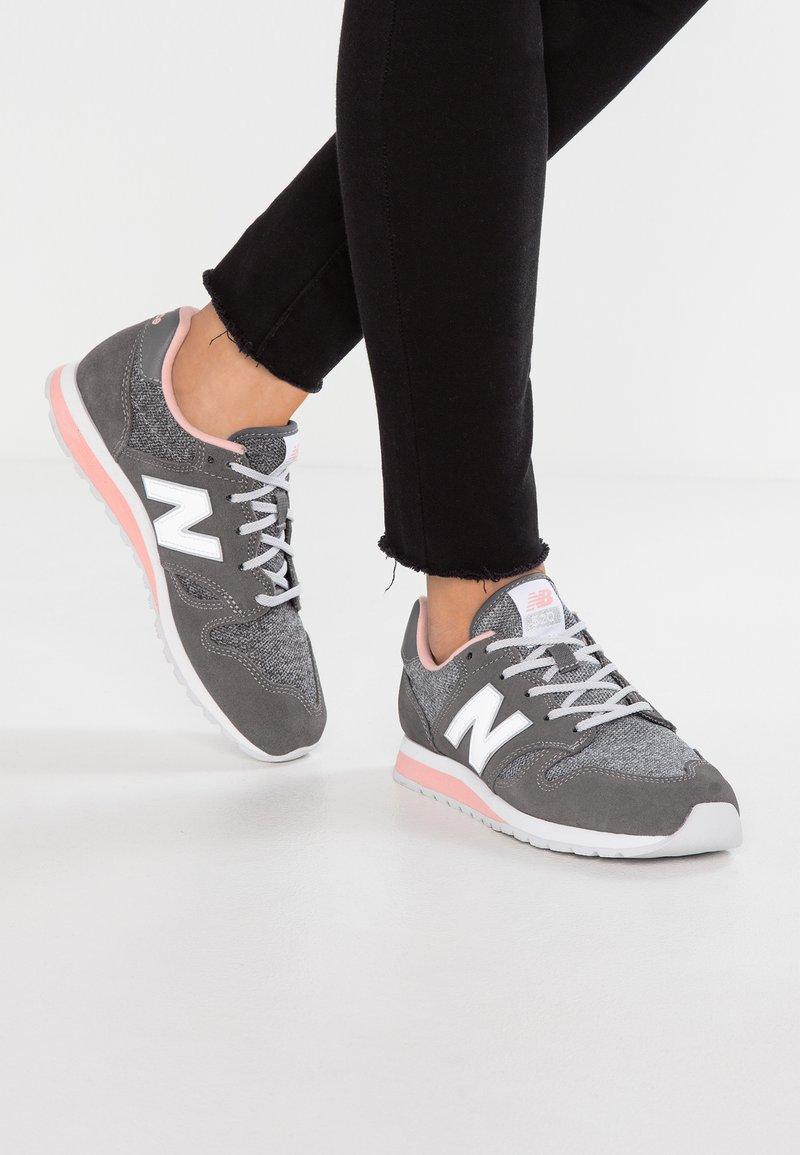 New Balance - WL520 - Trainers - castlerock