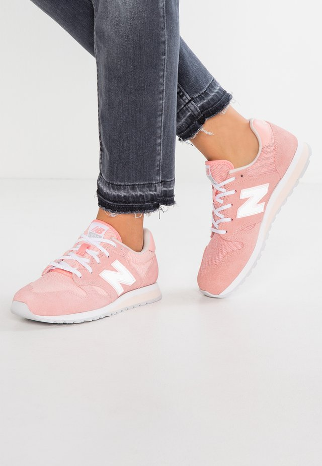 WL520 - Sneakers laag - white/peach