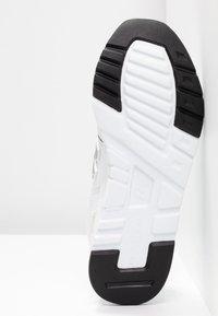 New Balance - CW997 - Sneakersy niskie - white/silver - 6