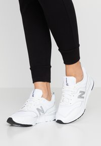 New Balance - CW997 - Sneakersy niskie - white/silver - 0