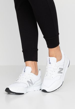 CW997 - Trainers - white/silver