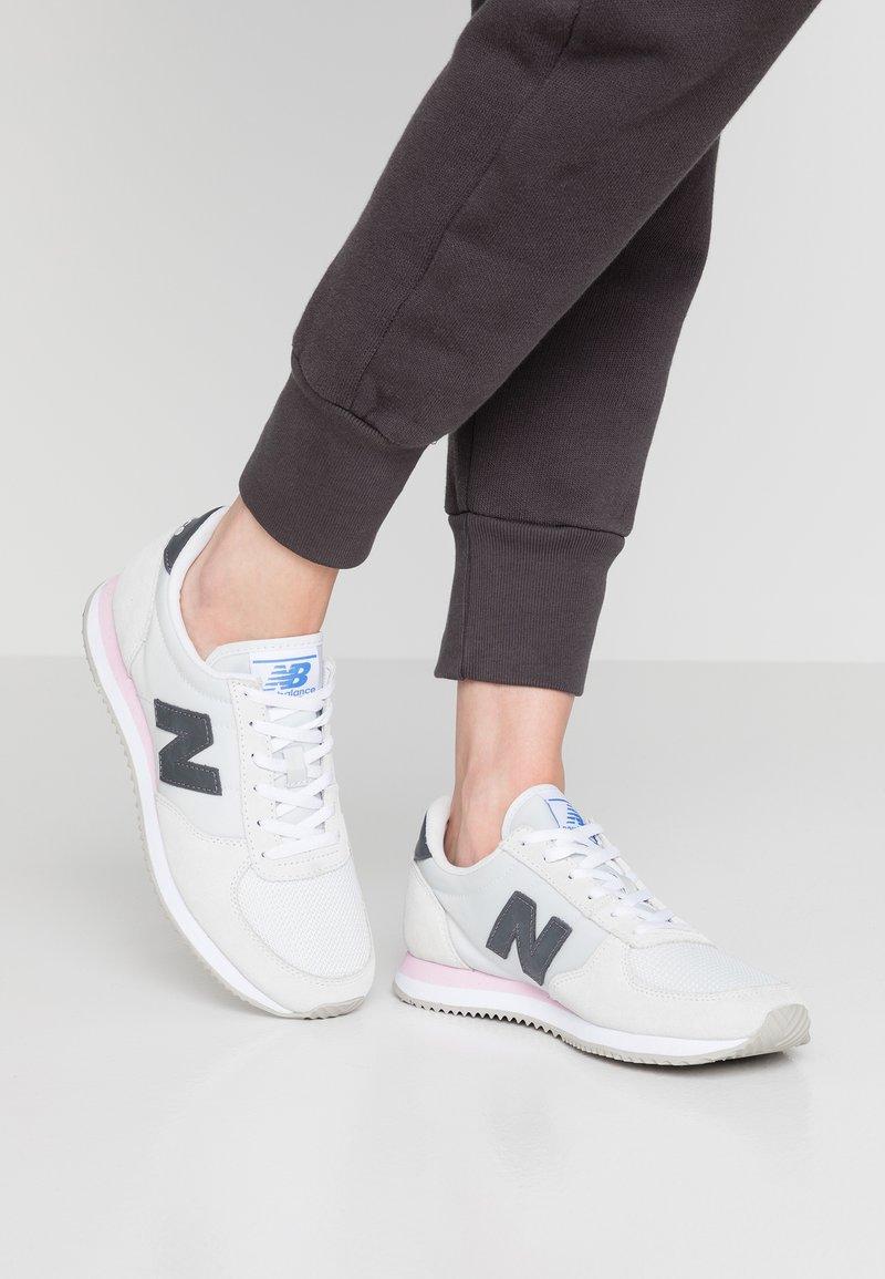New Balance - WL220 - Sneakers - arctic fox