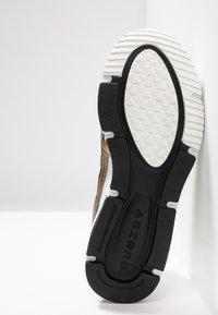 New Balance - X-RACER  - Zapatillas - white/gold - 8