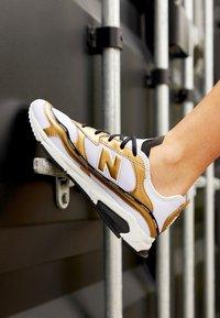 New Balance - X-RACER  - Sneaker low - white/gold - 4