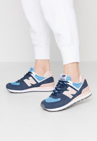 New Balance - WL574 - Zapatillas - navy/pink - 0