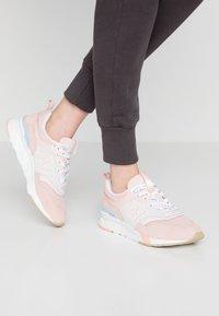 New Balance - CW997 - Zapatillas - pink/grey - 0