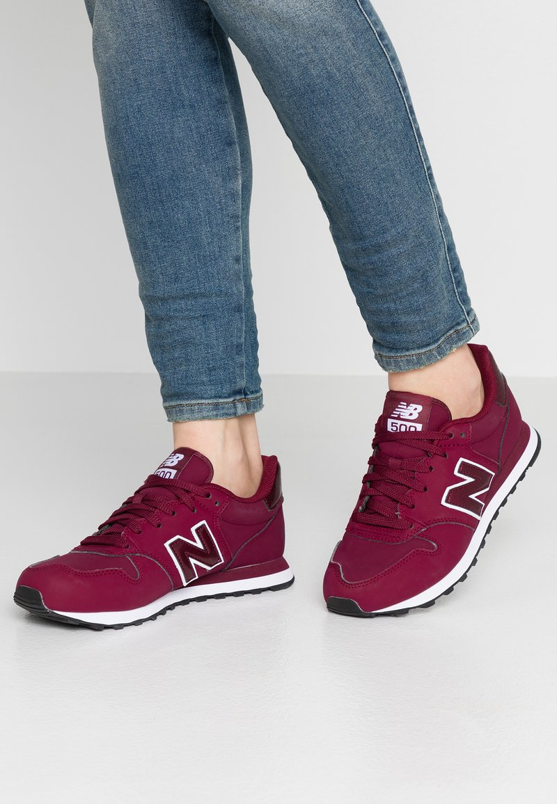 New Balance - GW500 - Trainers - red/white