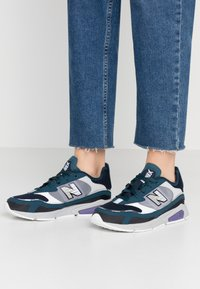 New Balance - X-RACER - Matalavartiset tennarit - grey/black - 0