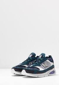New Balance - X-RACER - Matalavartiset tennarit - grey/black - 4