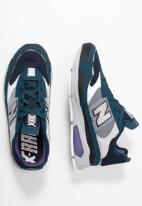 New Balance - X-RACER - Matalavartiset tennarit - grey/black