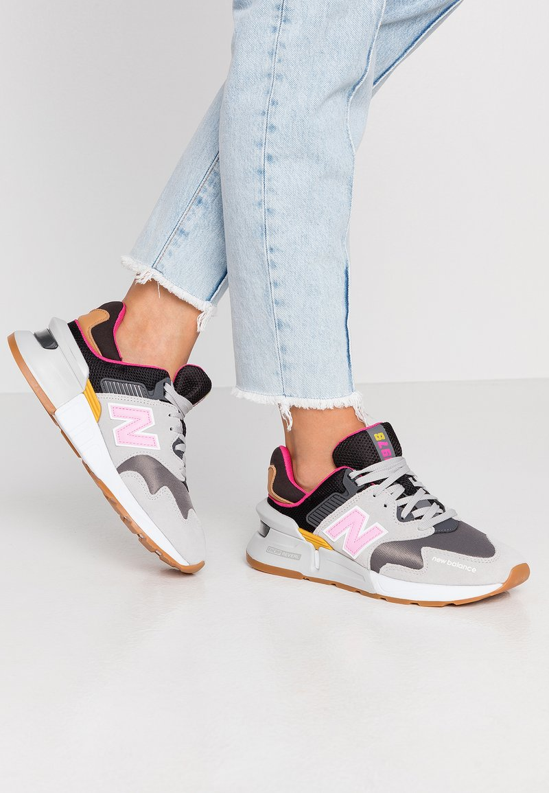 New Balance - WS997 - Sneakers - grey/pink