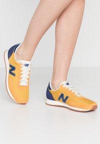 New Balance - UL720 - Trainers - yellow - 0