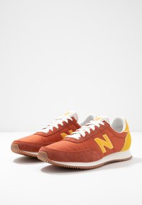 New Balance - UL720 - Trainers - red - 4